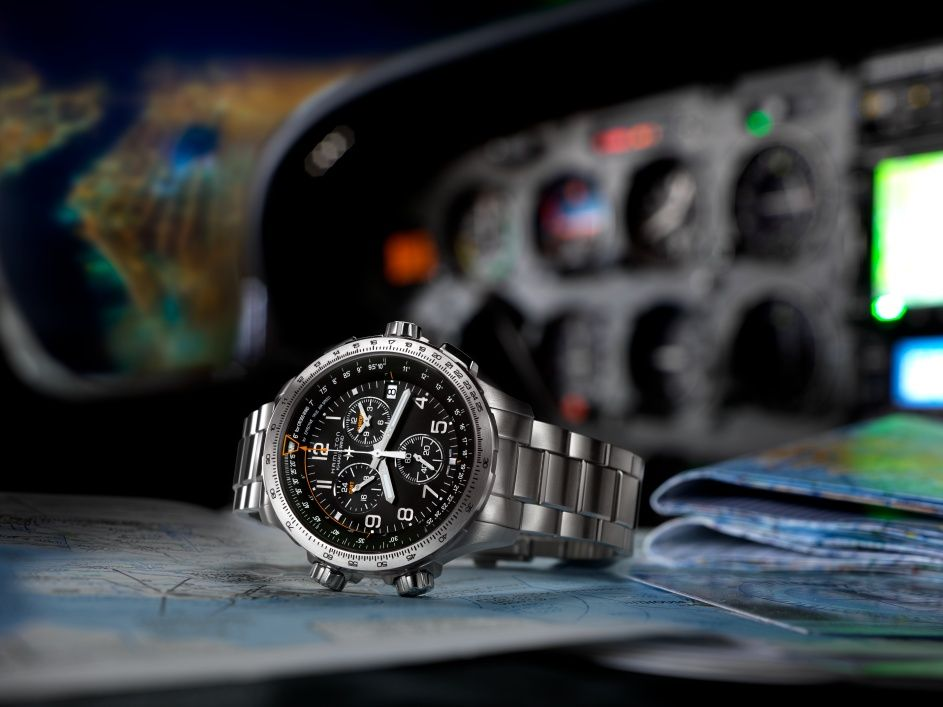 Hamilton Khaki X-Wind Chronoquartz GMT debajo del reloj blog