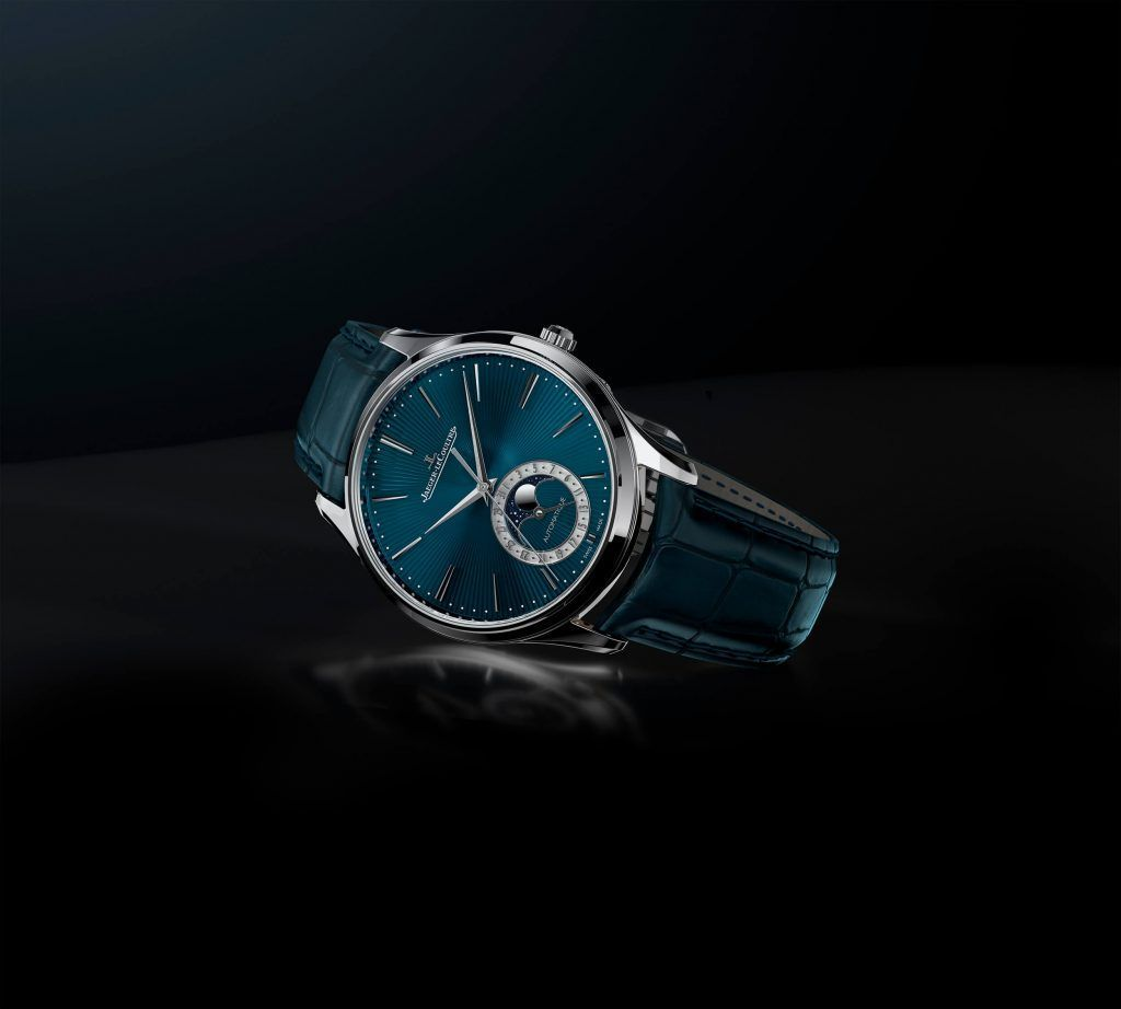 jaeger-lecoultre master ultra thin moon enamel blog debajo del reloj inclinado