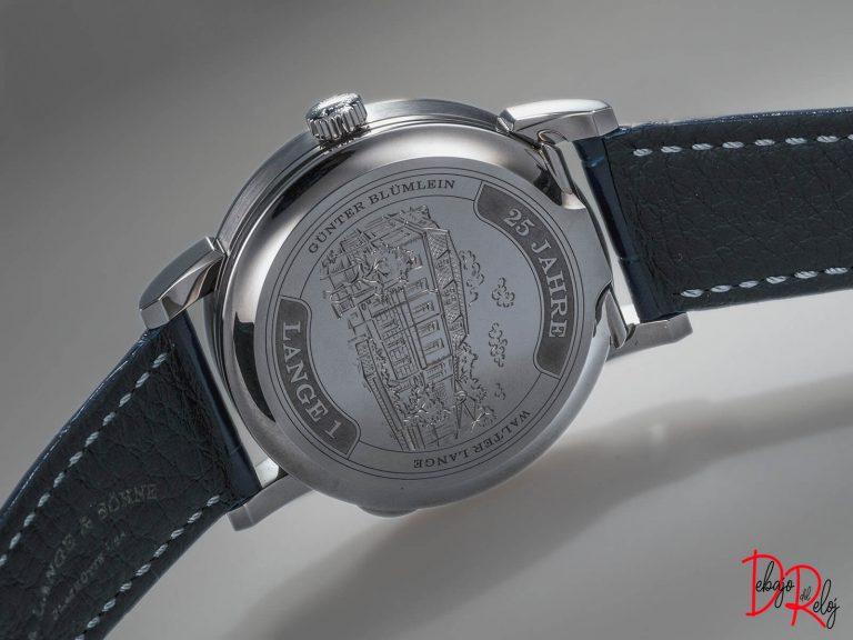 Lange 1 25th Anniversary blog debajo del reloj lado
