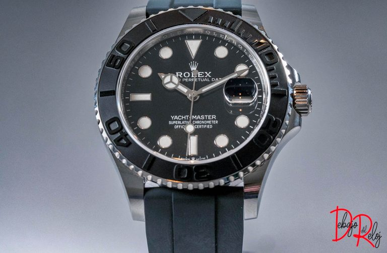 rolex yacht master 42 cobra debajo del reloj