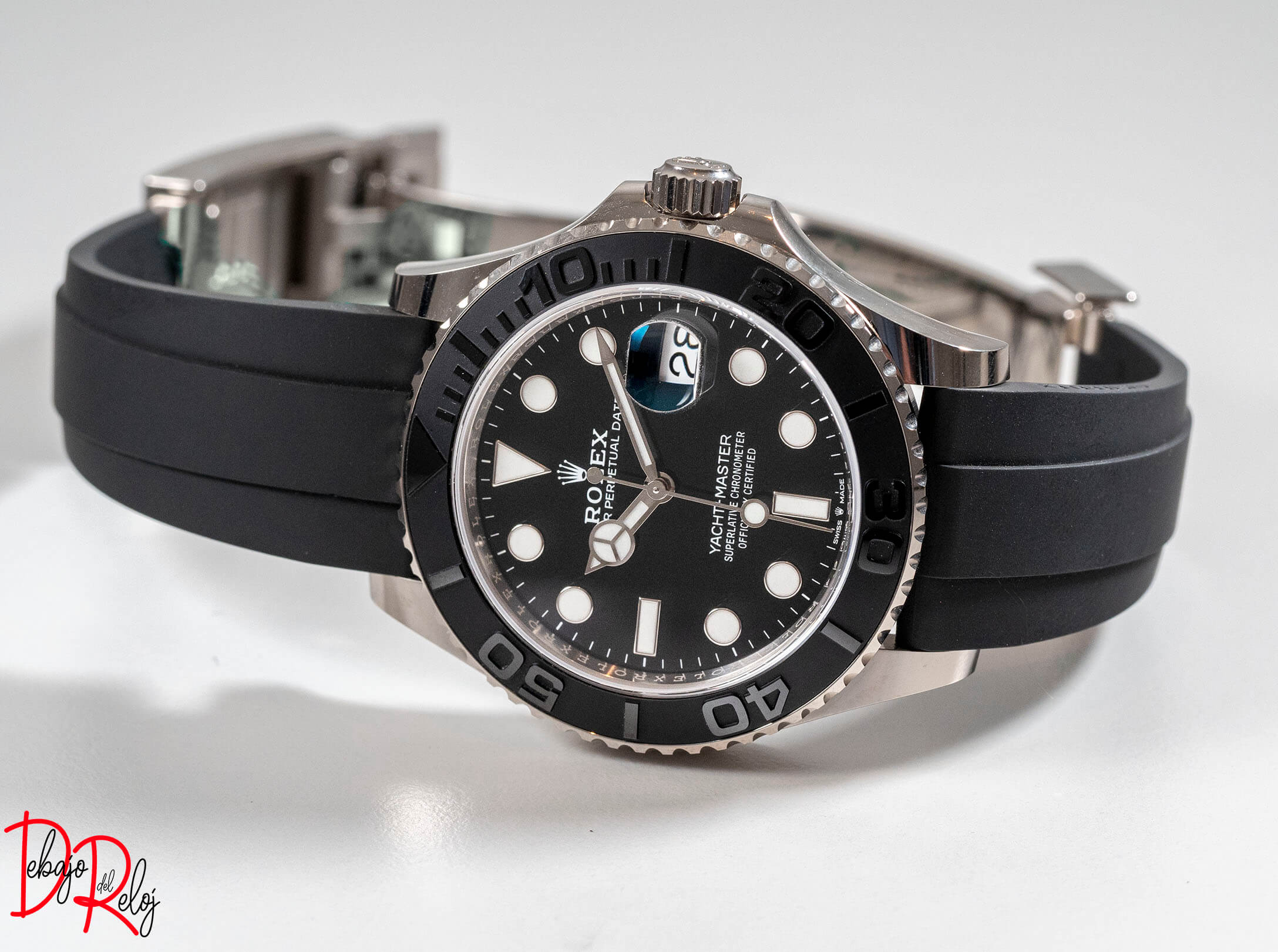 rolex yacht master 42 frontal debajo del reloj