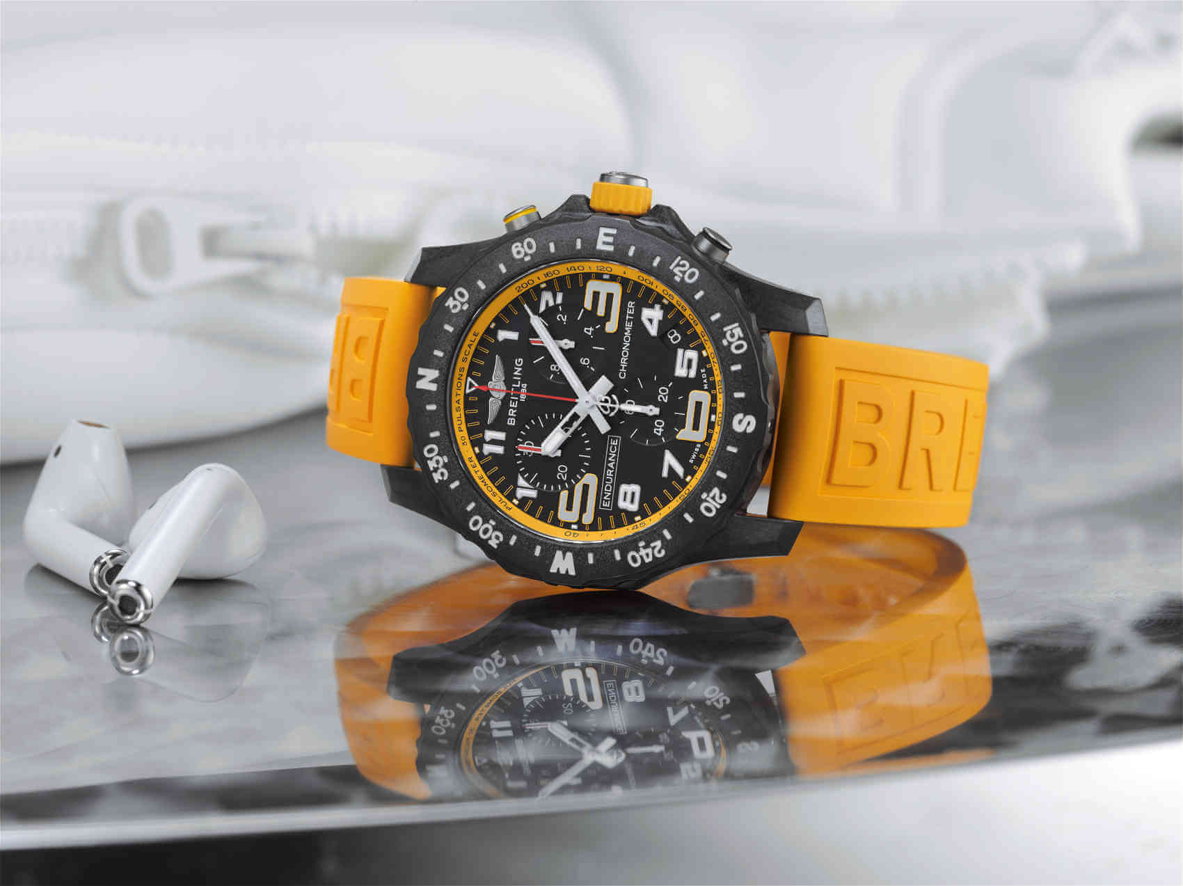 05_endurance-pro-with-a-yellow-inner-bezel-and-rubber-strap-1