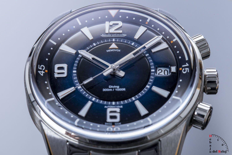 Jaeger-LeCoultre Polaris Mariner Memovox debajo del reloj cobra