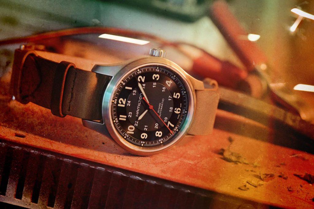 Khaki Field Titanium Automatic Far Cry® 6_H70645533_Lifestyle 2